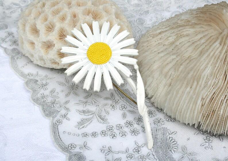 retro white Vintage enamel daisy pin Mid century mod pin summer brooch simple mod brooch flower power brooch yellow spring brooch