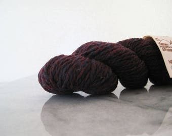 Green Mountain Spinnery New England Wool Yarn Worsted One Skein 50 g 1 3/4 Oz Mulberry Blue Red Destash Rustic Primitive