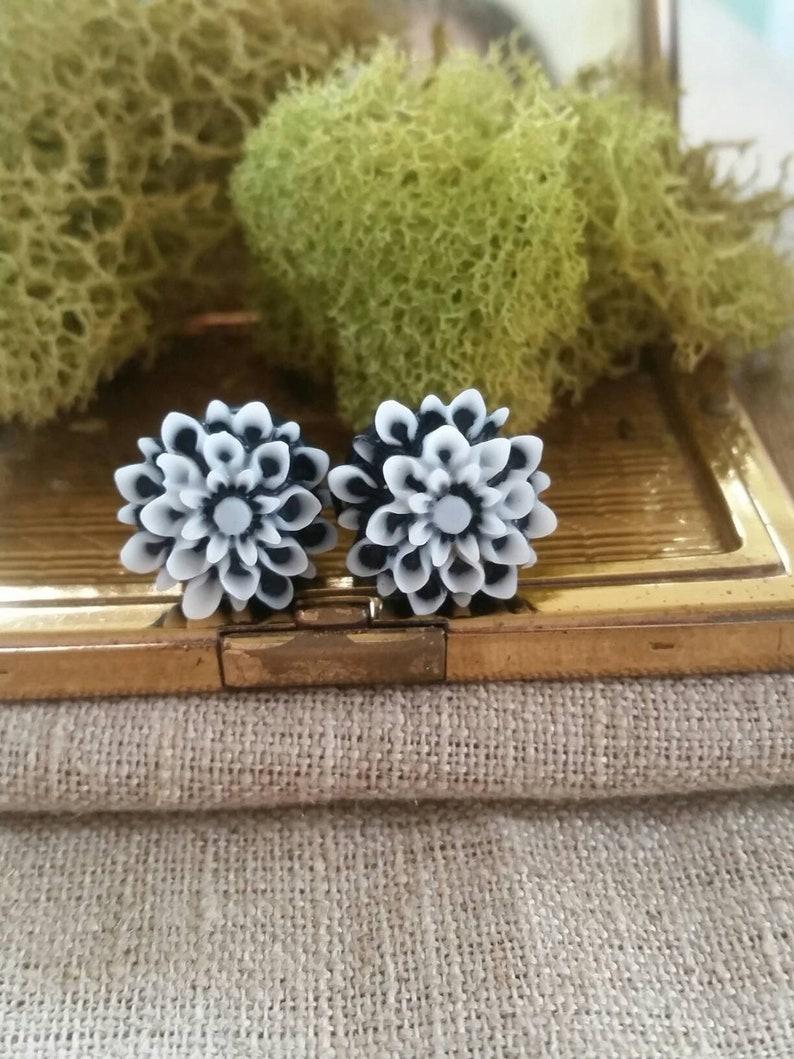 Sold as a Pair Charming Chrysanthemum Flower Single Flared Ear Plug Black