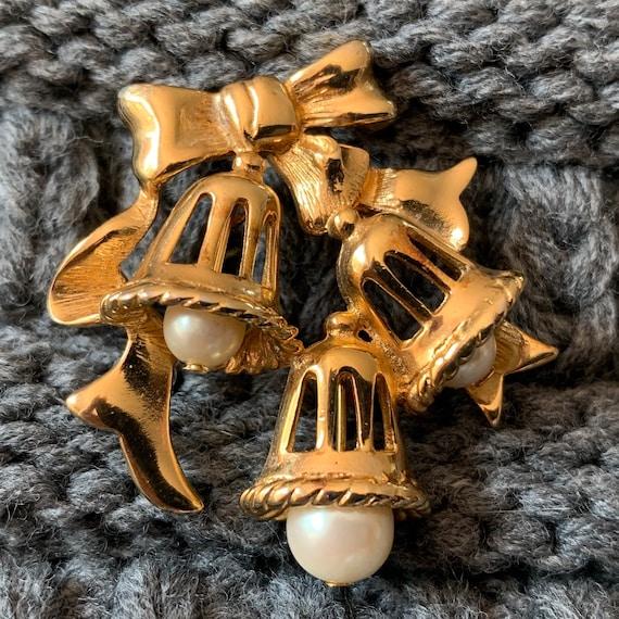 Marvella Vintage Christmas Bells and Bow Brooch