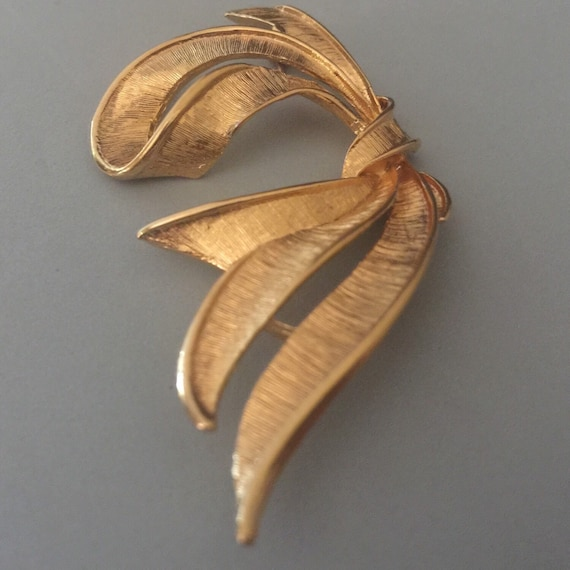 Napier Brushed Satin Gold Tone Droopy Bow Brooch P