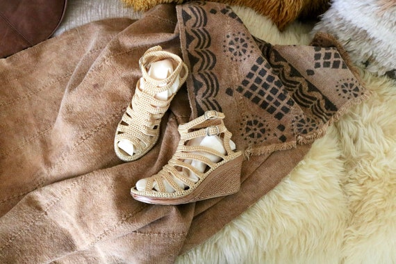 70's crocheted wedge platforms / 6.5