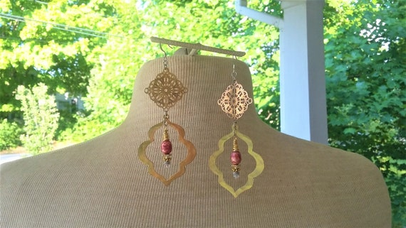 Brushed gold, Mauve Pearl Earrings