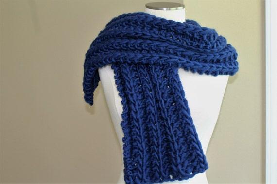 d35e85e9b2a2 Écharpe en laine bleu marine pour homme gros tricot de laine   Etsy