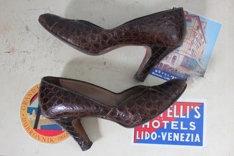 98ad5e9026324 SALE 1950s Alligator heels / 50s alligator pumps / Selby Heels