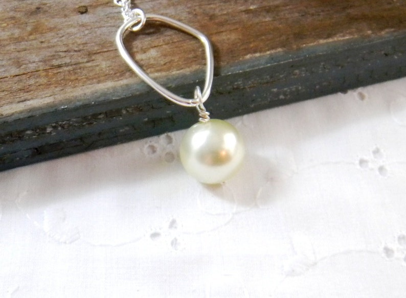 Long Pearl Pendant Necklace Geometric Pearl Necklace Pearl and Hoop Necklace Wire wrapped pearl necklace with hoop Womens Fashion