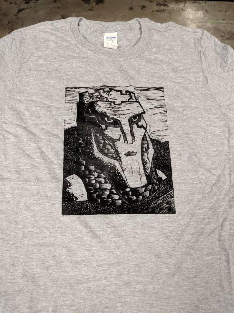 Watcher of Roads Linocut Print T-shirt image 0
