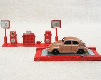 Vintage Tootsie Cast Metal Gas Station, Volkswagen Beetle, Chicago, Vintage Toy Car