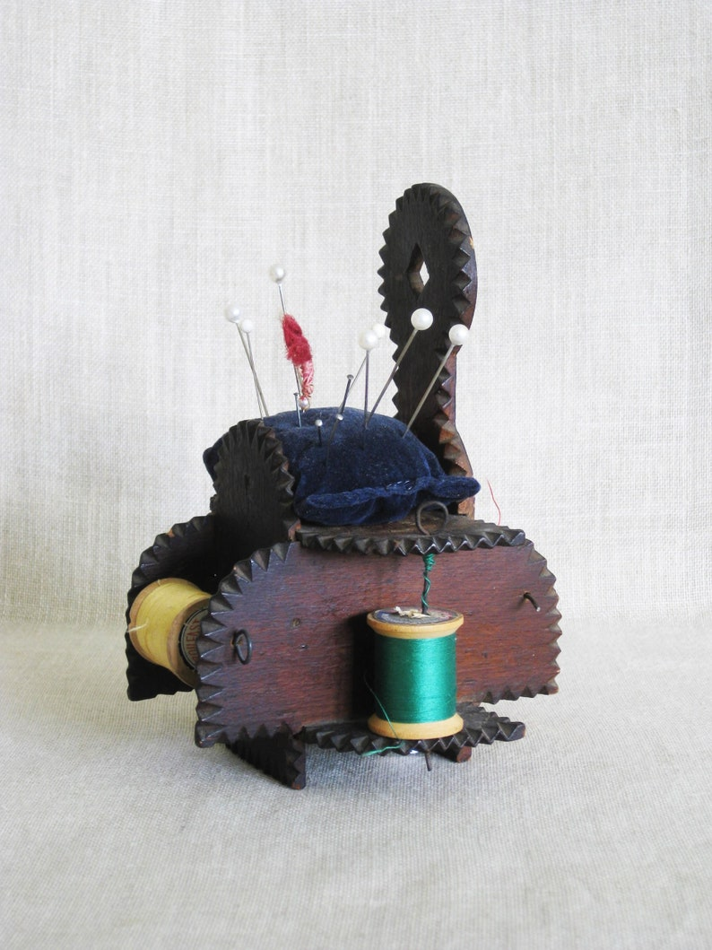 Hand Carved Vintage Tramp Art Pin Cushion Outsider Chip Wood Vintage Sewing Caddy Primitive Rustic Cabin Decor Spool Holder