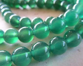 Agate Beads 6mm Emerald Green Smooth Rounds - 32 Pieces