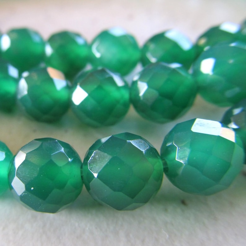 Agate Beads 10mm Emerald Green Faceted Rounds  12 Pieces image 0