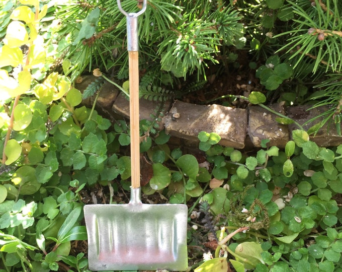 Miniature Snow Shovel, Wood Handle Mini Shovel, Dollhouse Miniature, 1:12 Scale, Mini Shovel, Dollhouse Home & Yard Decor, Topper