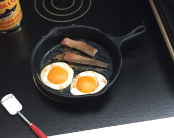 Miniature Bacon and Eggs in Pan With Spatula, Dollhouse 1:12 Scale Miniature, Dollhouse Accessory, Dollhouse Kitchen, Miniature Food