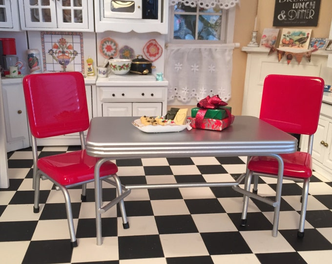 Miniature Retro Kitchen Table and Red Chair Set, 1950's Style Table and Chairs, Dollhouse Miniature Furniture, 1:12 Scale, Kitchen Set