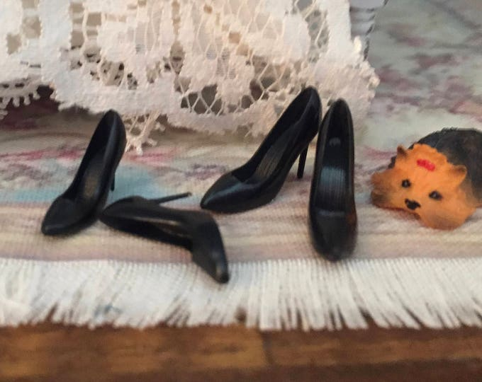 Miniature Black High Heels, Mini Pumps, 2 Pairs, Dollhouse Miniature, 1:12 Scale, Mini Shoes, Dollhouse Accessory