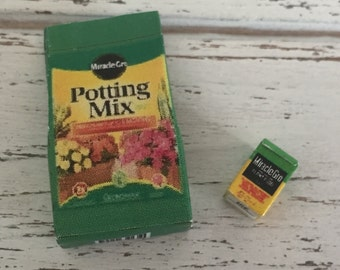 Miniature Gardening Set, Potting Mix and Plant Food Box, Dollhouse Miniatures, 1:12 Scale, Miniature Gardening Products, Accessories