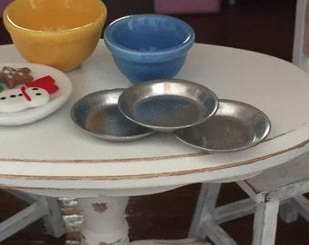 Miniature Aluminum Pie Pans, Set of 3, Dollhouse Miniature, 1:12 Scale, Dollhouse Kitchen Accessory, Miniature Baking