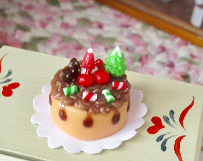 Miniature Cake, Mini Decorated Christmas Cake On Paper Doily, Style #02, Dollhouse Miniature, 1:12 Scale, Dollhouse Holiday Decor, Mini Food