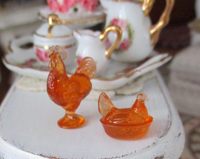 Miniature Amber Rooster and Hen Candy Dish Set, Dollhouse  Miniatures, 1:12 Scale, Dollhouse Accessory, Decor, Rooster, Hen