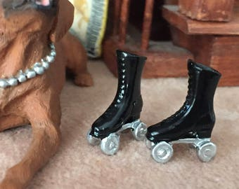 Miniature Black Roller Skates, Mini Skates Dollhouse Miniature, 1:12 Scale, Dollhouse Skates, Dollhouse Accessory, Decor, Crafts