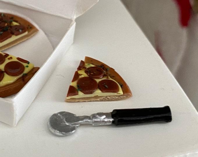 Miniature Pizza Cutter, Black Handle Cutter, Dollhouse Miniature, 1:12 Scale, Dollhouse Accessory, Decor, Kitchen Utensil, Crafts