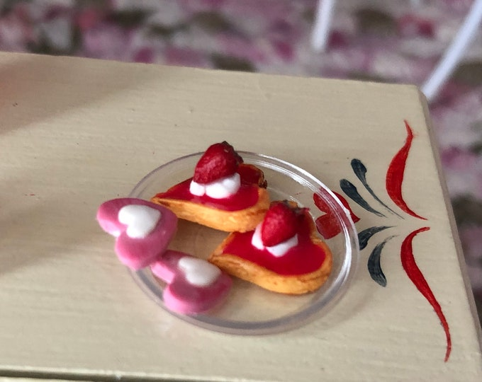 Miniature Heart Cookies, Mini Cookies with Strawberry and Frosting, 4 Piece Set,  Dollhouse Miniature, 1:12 Scale, Holiday Decor, Mini Food