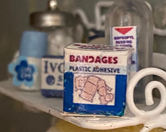Miniature Medicine First Aid, Mini Bandage Strips Box, Dollhouse Miniatures, 1:12 Scale, Dollhouse Bathroom Accessory, Decor