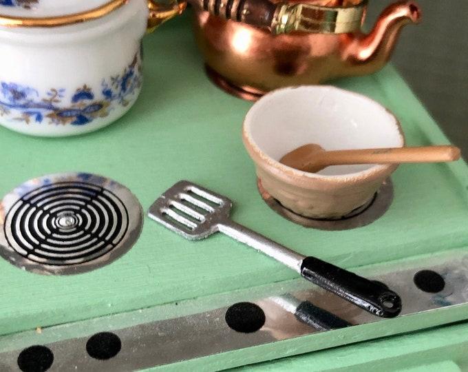 Miniature Spatula, Metal Look Spatula with Black Handle, Dollhouse Miniature, 1:12 Scale, Dollhouse Kitchen Accessory, Decor, Mini Cooking