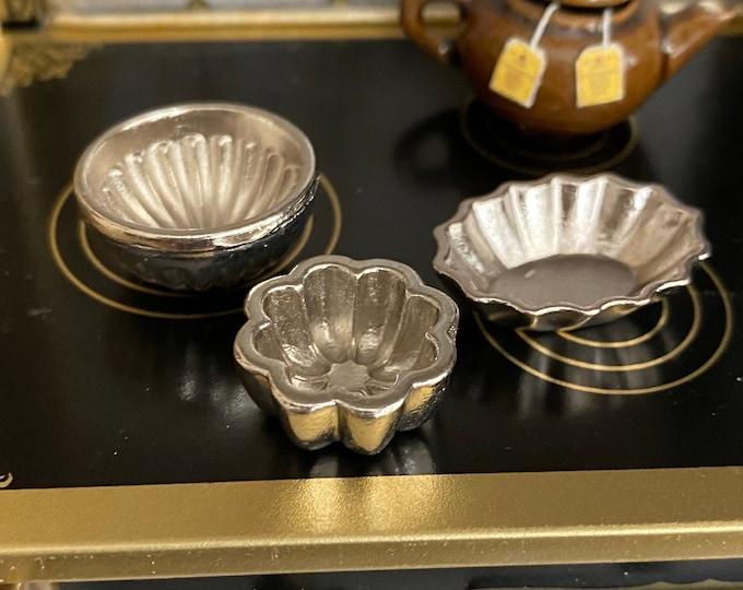 Miniature Bundt Pans, Mini Silver Bundt Pan Cake Mold Set, 3 Pieces, Style #78,  Dollhouse Miniature, 1:12 Scale, Dollhouse Accessories