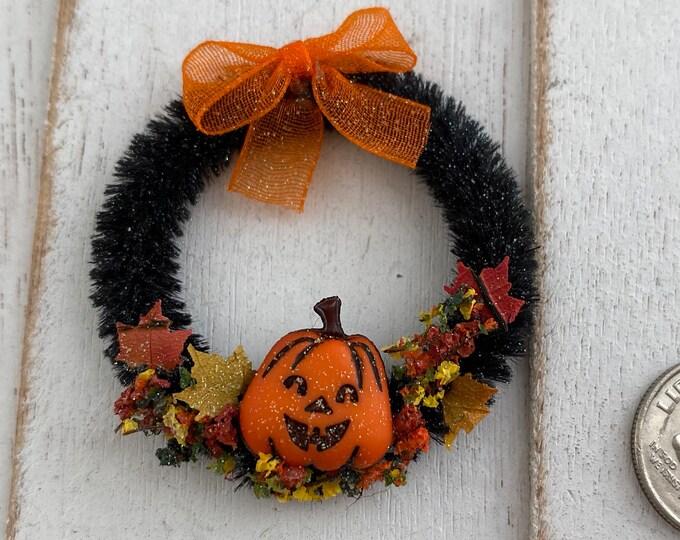 Miniature Halloween Wreath, Mini Decorated Wreath, Dollhouse Miniature, 1:12 Scale, Dollhouse Decor, Holiday Accessory