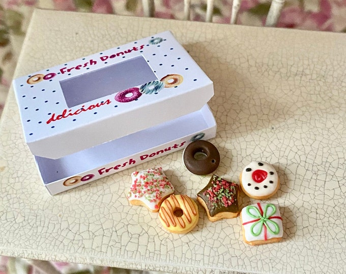 Miniature Donuts, Christmas Dough Nuts with Box, Dollhouse Food, Dollhouse Miniature, 1:12 Scale, 7 PC Set, Mini Doughnuts