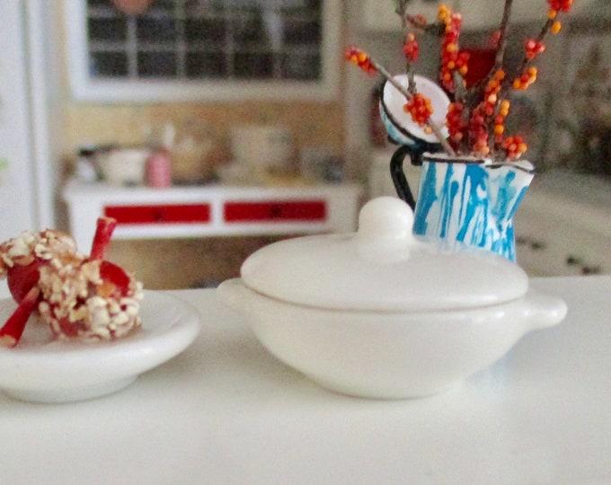 Miniature Covered Casserole Dish Bowl, White Casserole Dish Style #87, Dollhouse Miniature, 1:12 Scale, Dollhouse Decor, Accessory