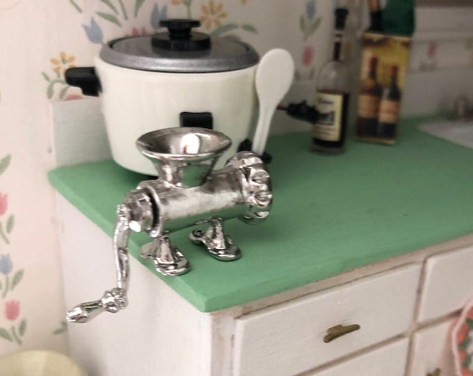 Miniature Meat Grinder, Metal Grinder With Working Handle, Dollhouse Miniature, 1:12 Scale, Dollhouse Accessory, Decor