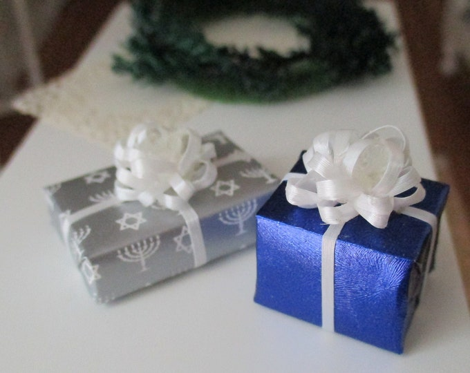 Miniature Chanukah Gifts, 2 Piece Set, Mini Wrapped Presents Gifts, Dollhouse Miniatures, 1:12 Scale, Dollhouse Decor, Accessory