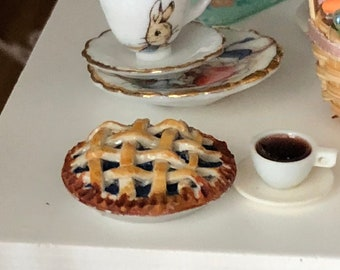 Miniature Blueberry Pie, Dollhouse Miniature, 1:12 Scale, Miniature Food, Mini Pie, Dollhouse Food, Pie in Pan, Dollhouse Accessory