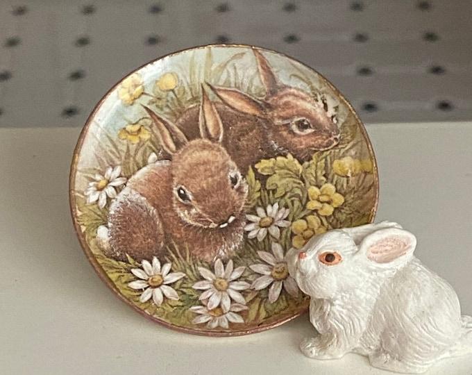 Miniature Bunny Platter, Ceramic Rabbit Daisy Platter, Dollhouse Miniature, 1:12 Scale, Dollhouse Accessory, Decor, Holiday Easter