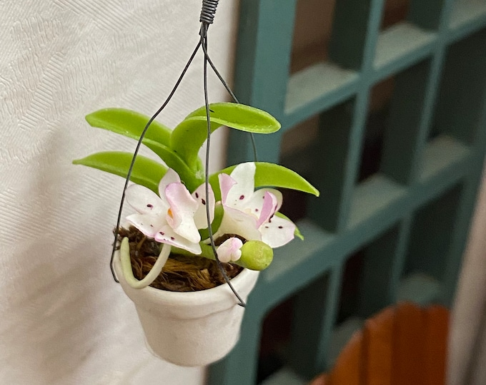 Miniature Hanging Flowers, Mini Flowers in White Hanging Flower Pot, Dollhouse Miniature, 1:12 Scale, Dollhouse Decor, Accessory