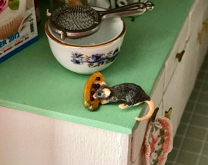 Miniature Mouse Figurine, Mouse With Papaya, #87, Dollhouse Miniatures, 1:12 Scale, Dollhouse Decor, Topper, Crafts