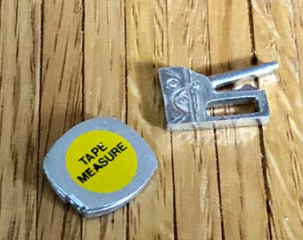 Miniature Staple Gun and Tape Measure, Miniature Tools, Garage Workbench Toolbox, Decor, Accessory, Dollhouse Miniatures, 1:12 Scale