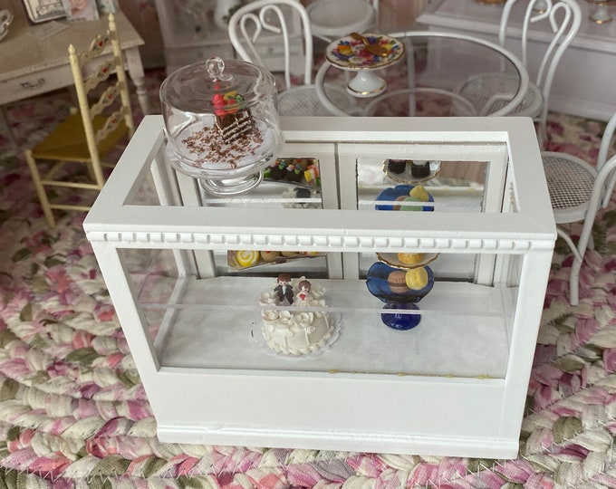 Miniature White Wood Display Cabinet with Mirrored Back Sliding Doors, Mini Counter Shelf Display, Dollhouse Miniature Furniture, 1:12 Scale