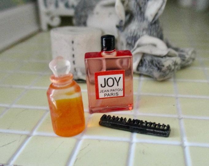 Miniature Comb And Perfume Bottles Set, 3 Pieces, Dollhouse Miniatures, 1:12 Scale, Bathroom Accessories, Decor