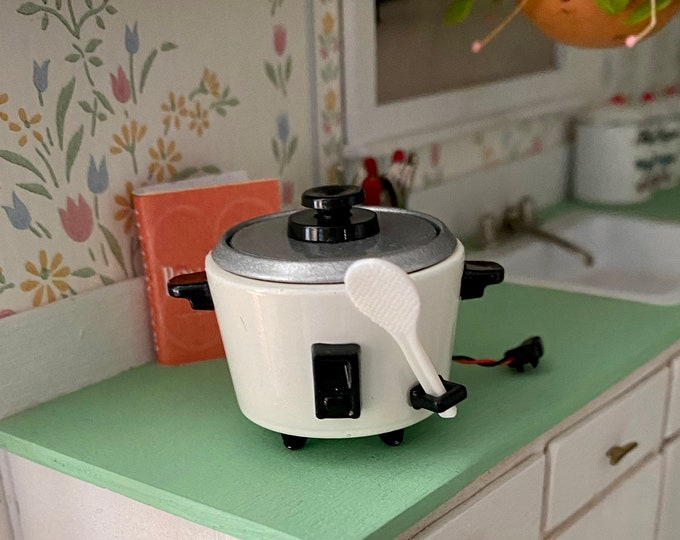 Miniature Rice Cooker, Mini Cooker With Removable Pot, Lid and Spatula, Dollhouse Miniature, 1:12 Scale, Dollhouse Kitchen Decor, Accessory