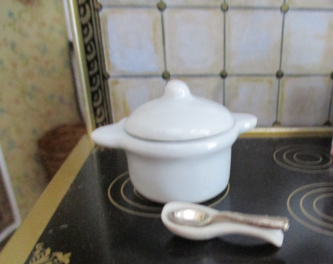 Miniature Casserole Dish, Spoon Rest and Spoon Set, Mini White Ceramic Covered Bowl and Spoon Rest, Dollhouse Miniatures, 1:12 Scale