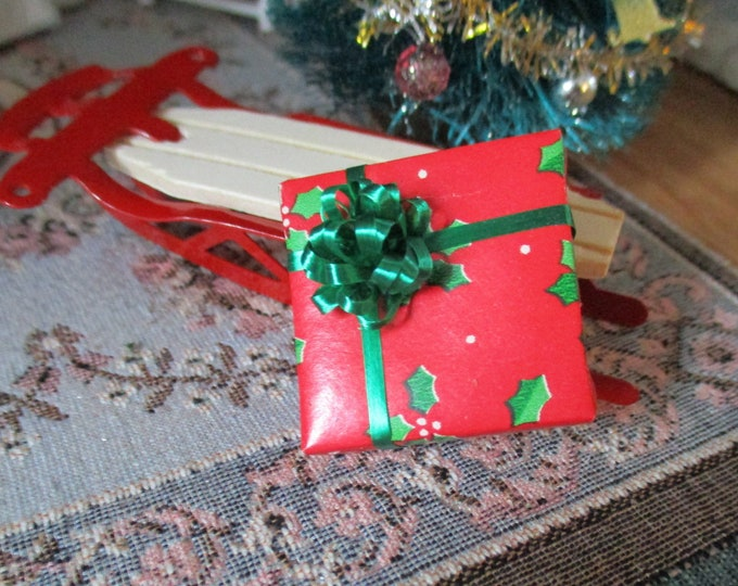 Miniature Wrapped Gift With Bow, Christmas Holly Paper Wrapped Mini Present, Dollhouse Miniature, 1:12 Scale, Dollhouse Holiday