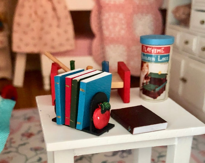 Miniature Apple Book Ends with Books, 6 Piece Set, Dollhouse Miniatures, 1:12 Scale, Mini Books and Holder, Dollhouse Accessory