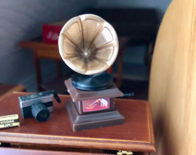 Miniature Gramophone, Dollhouse Miniature, 1:12 Scale, Dollhouse Accessory, Decor, Crafts