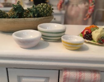 Miniature Striped Nesting Bowls, Ceramic Mixing Bowl Set, Dollhouse Miniature, 1:12 Scale, Dollhouse Accessory, Kitchen Decor, Mini Bowls