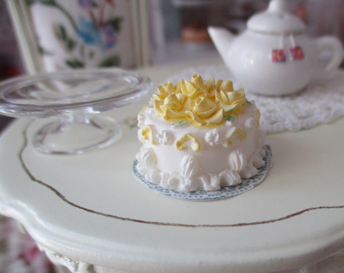 Miniature Cake, Miniature Round White Cake With Yellow Roses On Paper Doily, Style #05, Dollhouse Miniature, 1:12 Scale, Dollhouse Food