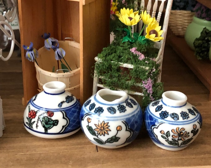 Miniature Ceramic Planter Vases, Set of 3 Blue White Floral Vase Set, Dollhouse Miniatures, 1:12 Scale, Mini Vases, Dollhouse Decor, Crafts