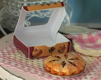 Miniature Apple Pie with Window Box, Dollhouse Miniature, 1:12 Scale, Dollhouse Food, Mini Food, Dollhouse Accessory, Decor
